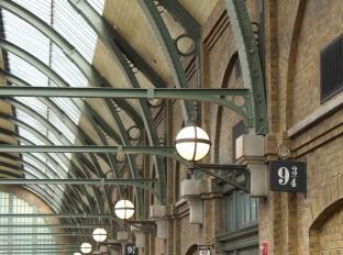 train-station-724090_1920